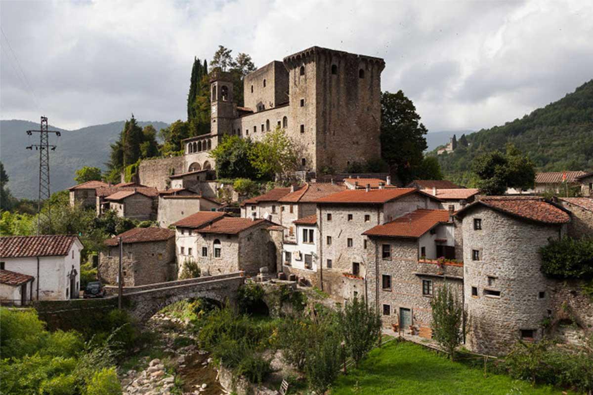 castello della verrucola lunigiana toscana